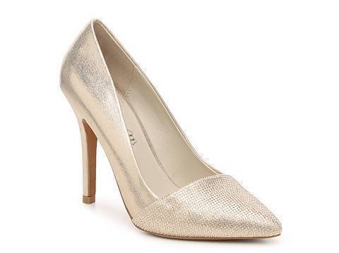 These Aldo Sciortino pumps in gold look spectacular peeping underneath the hem of this blue dress.